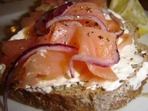 Smoked_Salmon_on_Brown_Bread.jpg